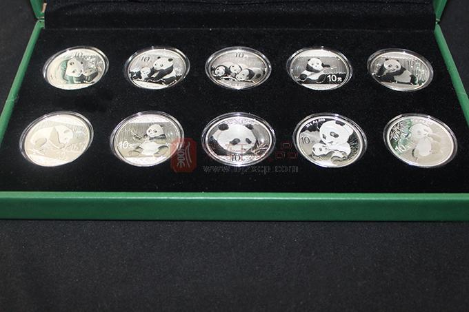 2011-2020年熊猫1盎司、30克银币套装 10年装